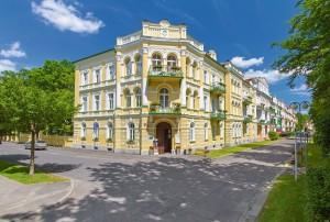 Kuren in Tschechien: Blick auf das Kurhotel Metropol in Franzensbad Frantisvoky Lázne