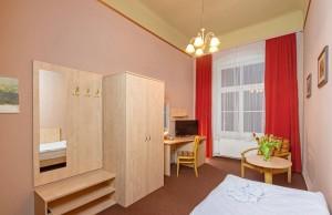 Kuren in Tschechien: Zimmerbeispiel Einzelzimmer im Kurhotel Metropol in Franzensbad Frantisvoky Lázne