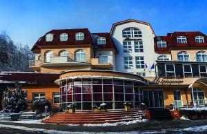 Kuren in Polen: Außenansicht des Kurhotel Miramare Luhacovice Luhatschowitz Tschechien