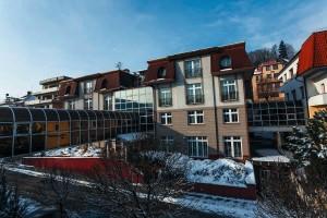 Kuren in Tschechien: Blick auf das Kurhotel Miramare Luhacovice Luhatschowitz