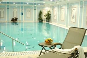 Kuren in Tschechien: Schwimmbecken im Danubius Health Spa Resort Grandhotel Pacifik in Marienbad Mariánské Lázně