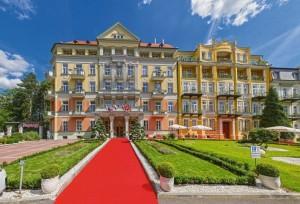 Kuren in Tschechien: Blick auf das Kurhotel Pawlik in Franzensbad Frantiskovy Lázne