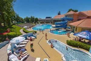 Kuren in Tschechien: Außenansicht des Aquaforum in Franzensbad