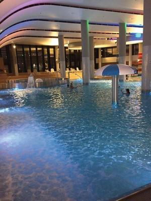 Kuren in Polen: Schwimmbad im Radisson Blu Resort Swinemünde Swinoujscie