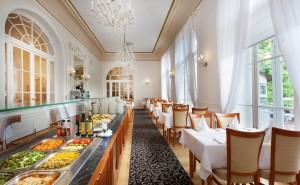 Kuren in Tschechien: Innenbereich im Kurhotel Radium Palace in St. Joachimsthal Jáchymov
