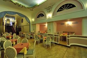 Kuren in Tschechien: Innenbereich des Kurhotel Radium Palace in St. Joachimsthal Jáchymov