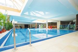 Kuren in Polen: Schwimmbad im Wellnesshotel Sandra SPA Karpacz in Krummhübel