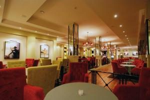 Kuren in Polen: Cafebar im Wellnesshotel Sandra SPA Karpacz in Krummhübel