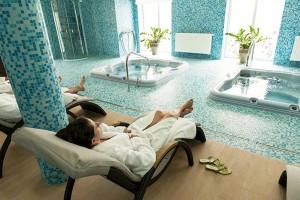 Kuren in Polen: Im Wellnessbereich des Kurhotel Sanus in Bad Flinsberg Swieradow Zdroj Isergebirge