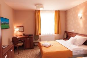 Kuren in Polen: Zimmeransicht im Kurhotel Sanus in Bad Flinsberg Swieradow Zdroj Isergebirge