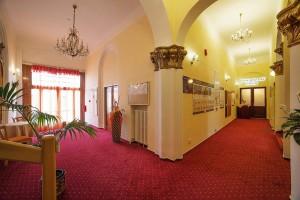 Kuren in Tschechien: Lobby mit Rezeption im Kurhaus Savoy in Franzensbad Frantiskovy Lazne