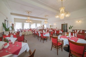 Kuren in Tschechien: Speiseraum im Kurhaus Savoy in Franzensbad Frantiskovy Lazne