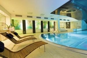 Kuren in Tschechien: Hallenbadbereich im Hotel Thermal in Karlsbad Karlovy Vary