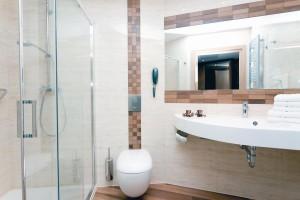 Kuren in Polen: Badansicht im neuen Hotelteil des Hotel Unitral in Mielno
