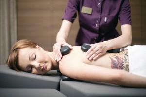 Kuren in Polen: Hot Stone Massage im Hotel Unitral in Mielno
