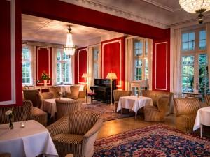 Kuren in Deutschland: Roter Salon des Schloss Warnsdorf am Timmendorfer Strand