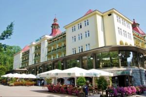 Kuren in Polen: Blick auf das Kurhaus Wielka Pieniawa in Bad Altheide Polanica Zdrój
