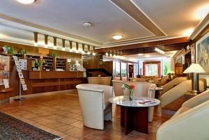Kuren in Tschechien: Lobby des Hotel Agricola Wellness und Sport Resort in Marienbad Mariánské Lázně