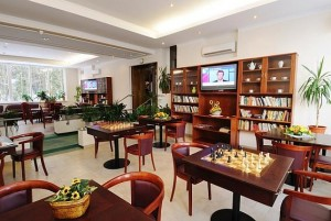 Kuren in Tschechien: Aufenthaltsraum des Hotel Agricola Wellness und Sport Resort in Marienbad Mariánské Lázně