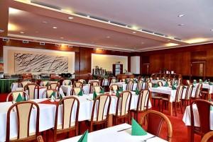 Kuren in Tschechien: Speisesaal des Hotel Agricola Wellness und Sport Resort in Marienbad (Mariánské Lázně)