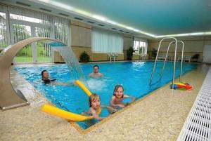 Kuren in Tschechien: Hallenbad im Hotel Agricola Wellness und Sport Resort in Marienbad Mariánské Lázně