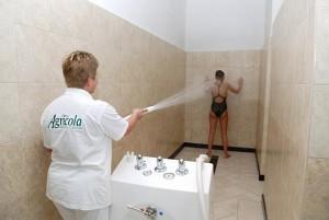 Kuren in Tschechien: Schottische Dusche im Hotel Agricola Wellness und Sport Resort in Marienbad Mariánské Lázně