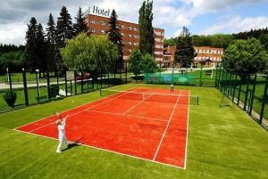 Kuren in Tschechien: Tennisplatz des Hotel Agricola Wellness und Sport Resort in Marienbad Mariánské Lázně