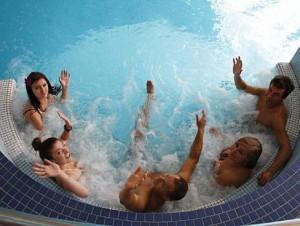 Kuren in Polen: Whirlpool im Hallenbad des Kurhotel Albatros in Mielno (Großmöllen)