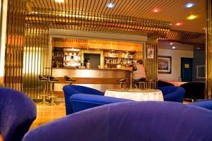 Kuren in Polen: Cafébar im Kurhotel Alga Swinemünde Swinoujscie