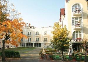 Kuren in Polen: Außenansicht vom Hotel Atol SPA in Swinemünde Swinoujscie