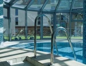 Kuren in Polen: Hallenbad im Hotel Avangard und Panorama in Swinemünde