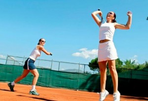 Kuren in Ungarn: Tennisplatz des Danubius Health Spa Resort Bük in Bük