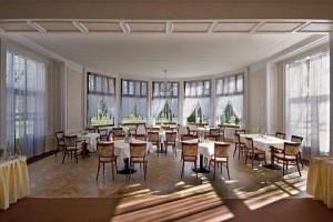 Kuren in Tschechien: Restaurant des Kurhaus Belvedere in Franzensbad (Frantisvoky Lázne)