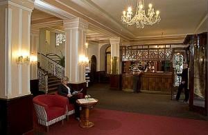 Kuren in Tschechien: Lobby im Kurhaus Belvedere in Franzensbad (Frantisvoky Lázne)