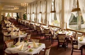 Kuren in Tschechien: Speisesaal im Kurhaus Belvedere in Franzensbad (Frantisvoky Lázne)