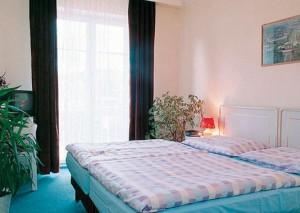 Kuren in Tschechien: Zimmerbeispiel im Kurhotel Berlin in- Marienbad Mariánske Lázne