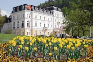 Kuren in Tschechien: Blick auf das Ensana Health Spa Hotel Centrálni Lázne in Marienbad