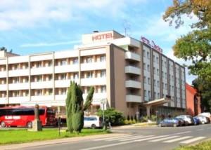 Kuren Polen: Blick auf das Hotel Cieplice in Bad Warmbrunn Cieplice Zdroj