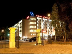 Kuren in Polen: Hotel Cieplice am Abend - Bad Warmbrunn Polen