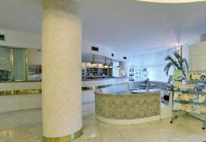 Kuren in Tschechien: Lobby des Kurkomplex Curie in St. Joachimsthal Jáchymov