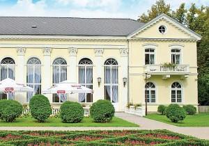Kuren in Polen: Blick auf das Kurhaus Edward in Bad Warmbrunn Cieplice Zdrój