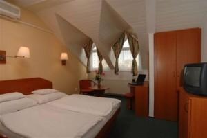Kuren in Ungarn: Beispiel eines Mansardenzimmers im Hunguest Hotel Flóra in Eger
