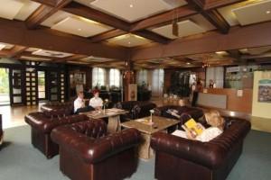 Kuren in Ungarn: Lobby im Hunguest Hotel Flóra in Eger