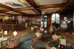 Kuren in Ungarn: Bar des Hunguest Hotel Flóra in Eger