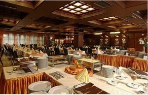 Kuren in Ungarn: Restaurant im Hunguest Hotel Flóra in Eger