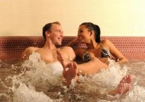 Kuren in Ungarn: Whirlpool im Thermalbad - Hunguest Hotel Flóra in Eger