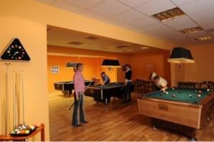 Kuren in Ungarn: Billardtische im Hunguest Hotel Flóra in Eger