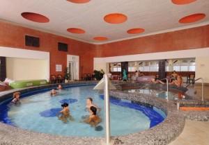 Kuren in Ungarn: Innenbecken des Thermalbades - Hunguest Hotel Flóra in Eger
