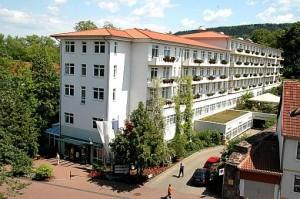 Kuren in Deutschland: Weitere Ansicht auf die Kurparkklinik in Heilbad Heiligenstadt