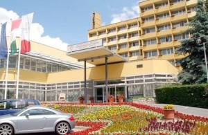 Kuren in Ungarn: Blick auf das Hunguest Hotel Helios in Héviz